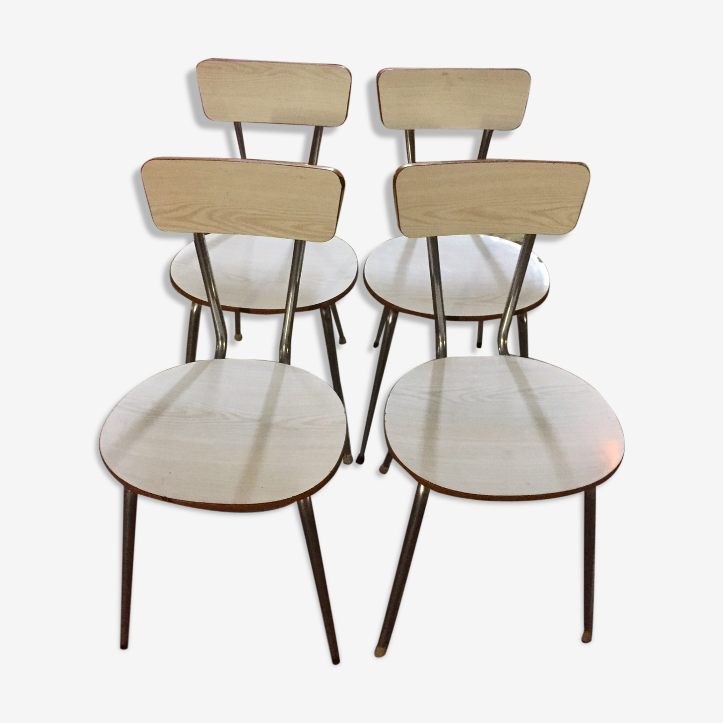 Lot of 4 white chairs