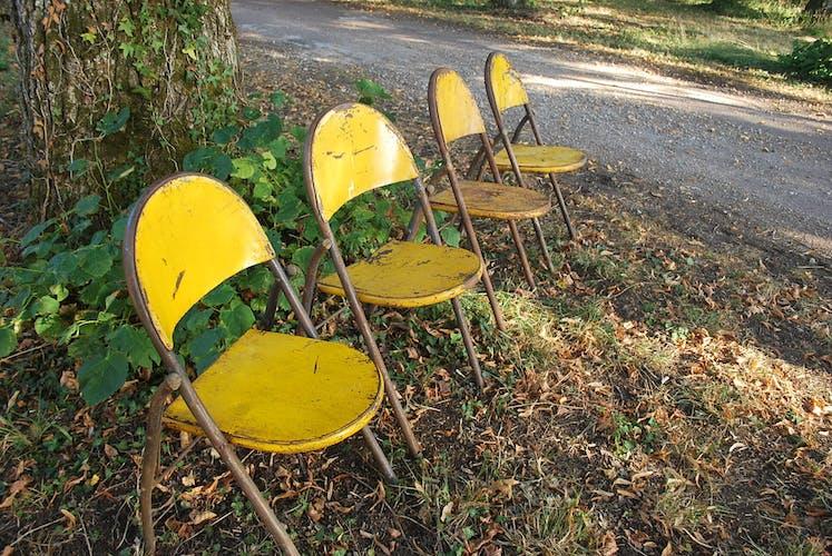 Suite de 4 chaises pliantes fer dos arrondi