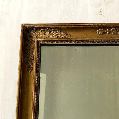 Miroir époque Restauration en bois et stuc doré 50x61