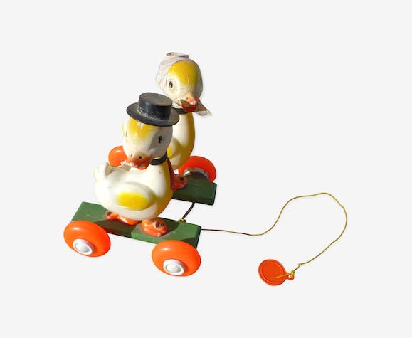 Toy to shoot vintage 1960 ducklings in ballad