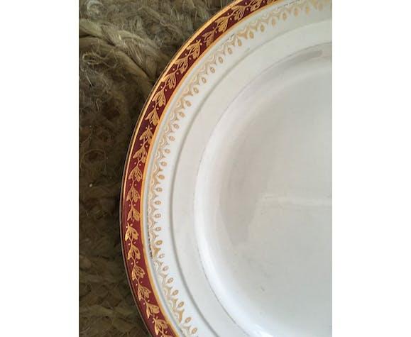 Six assiettes plates anciennes dépareillées en vert  et rouge