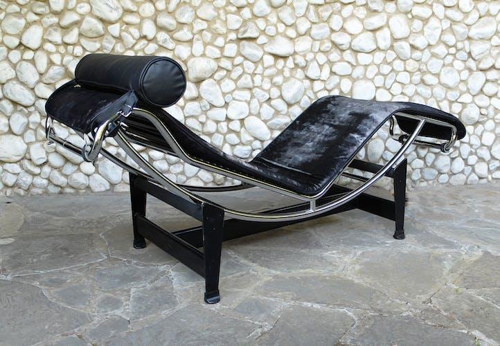 Chaise Longue vintage LC4 Cassina par Charlotte Perriand, Le Corbusier et Pierre Jeanneret