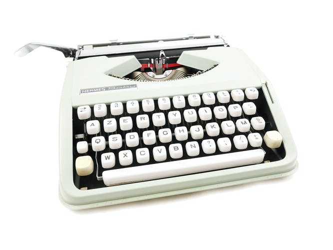 Machine à écrire Hermes Baby verte sauge vintage révisée avec ruban neuf
