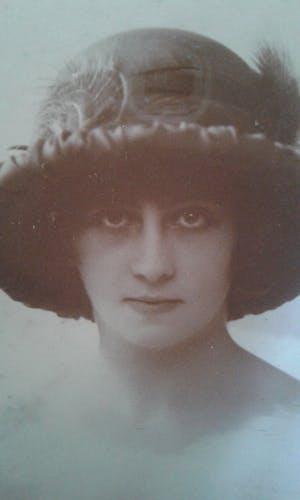 Photographie ancienne dame de la bourgeoisie Toulousaine 1920