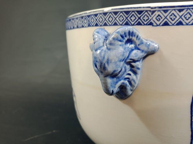 Cache pot en faïence de Gien décor bleu