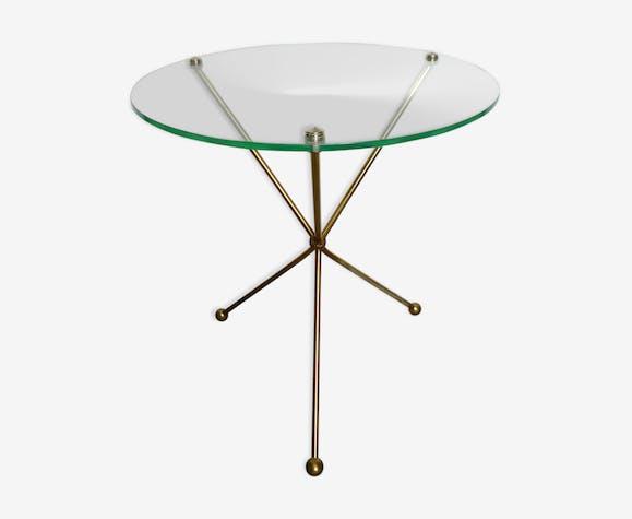 Guéridon tripode en métal doré et plateau de verre, années 50