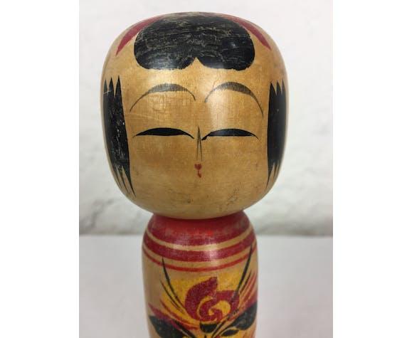 Poupée japonaise Kokeshi peinte à la main des années 1960.