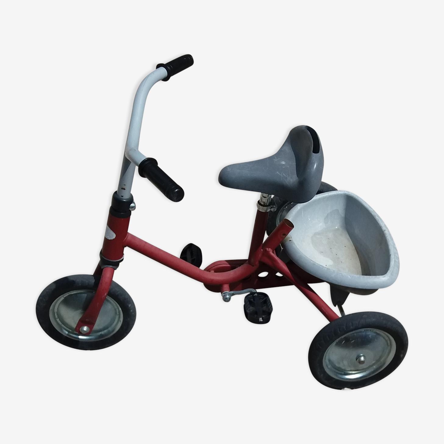 Tricycle vintage rouge pour enfant