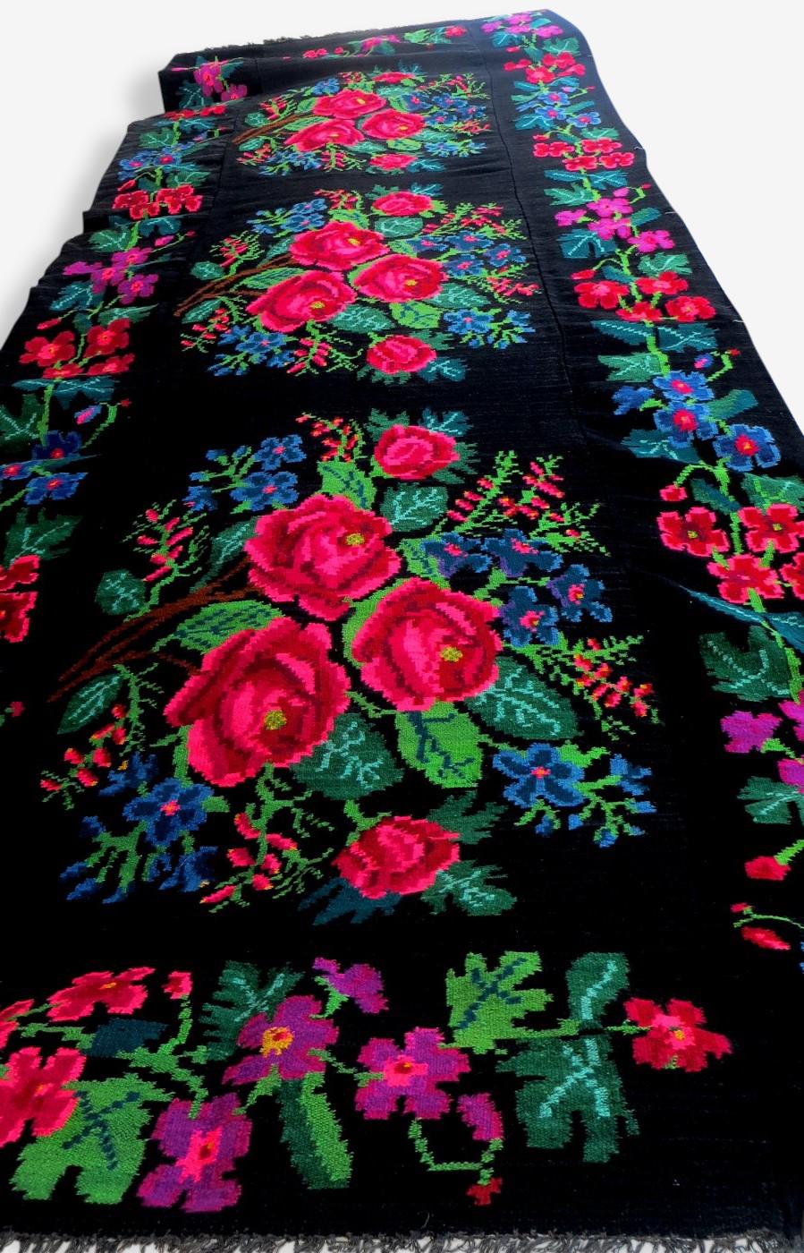 Tapis kilim moldave aux roses 500x100