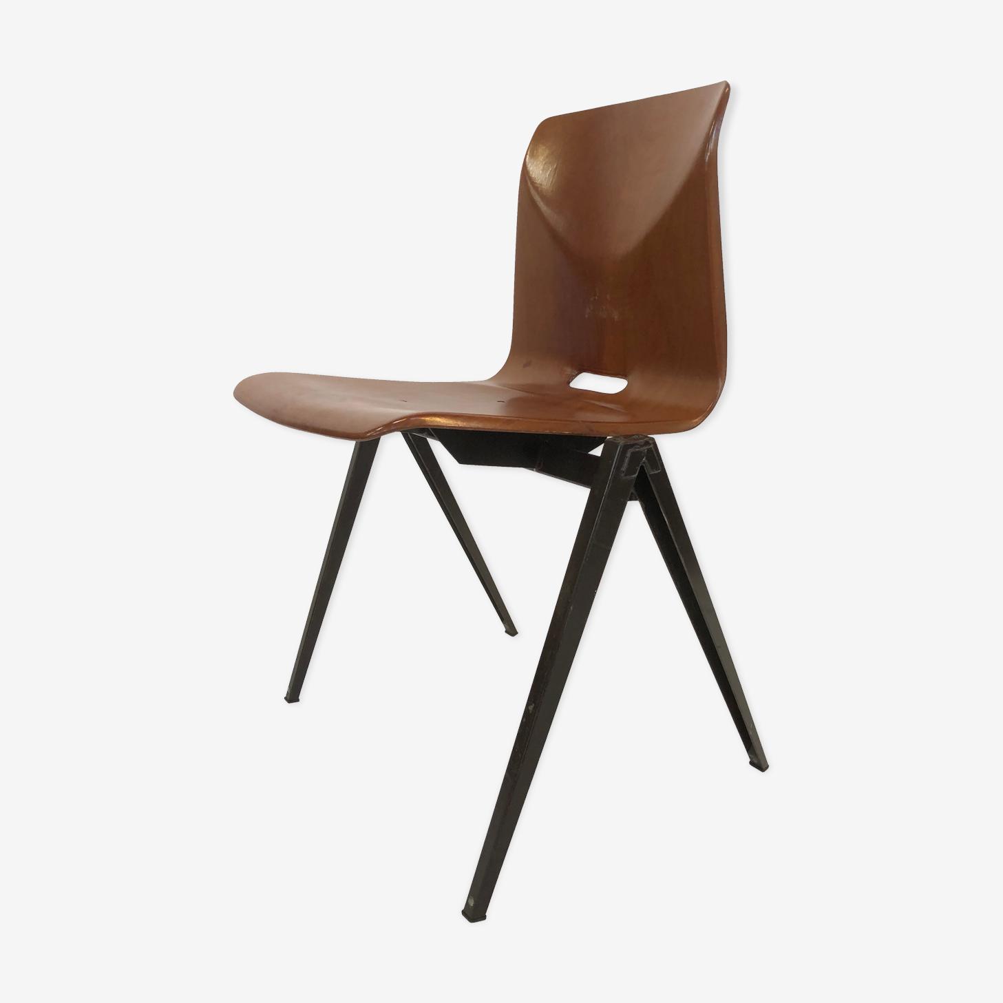 Stackable school Chair S22 de Pagholz Galvanitas