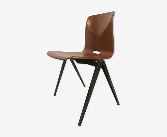 Stackable school Chair S22 de Pagholz Galvanitas
