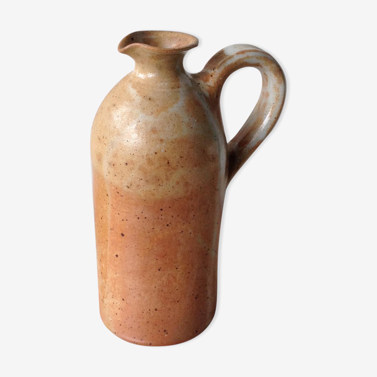 Pichet en grès de couleur sable