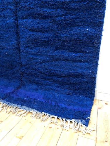 Berber carpet Beni Ouarain intense blue solid 3.01x2.02m