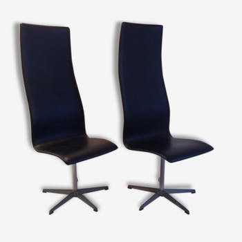 2 edited by Fritz Hansen 1965 Jacobsen chairs