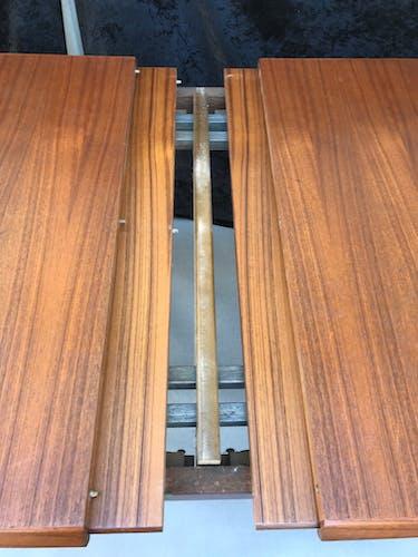 Table scandinave a rallonges intégrées