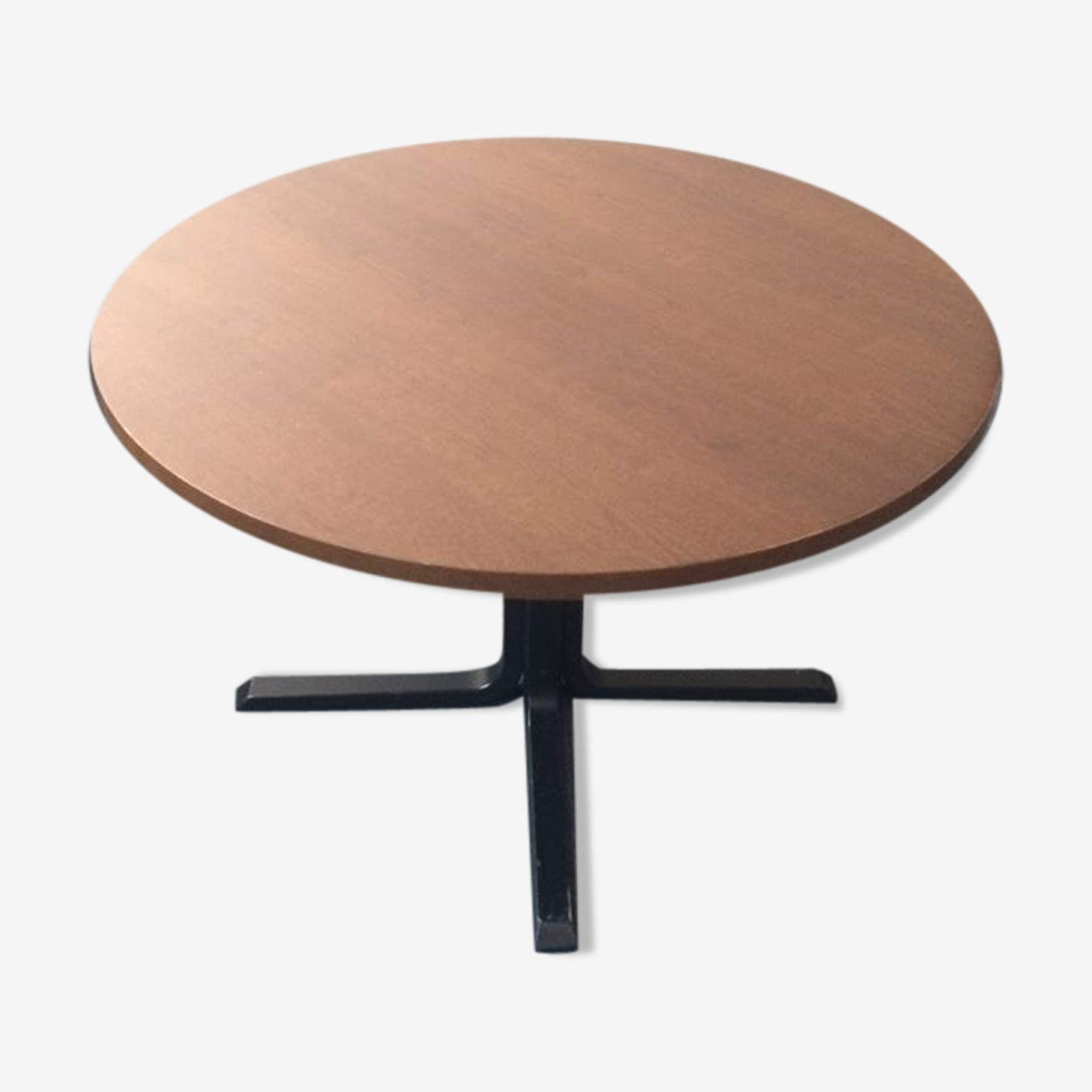 Round table solid wood