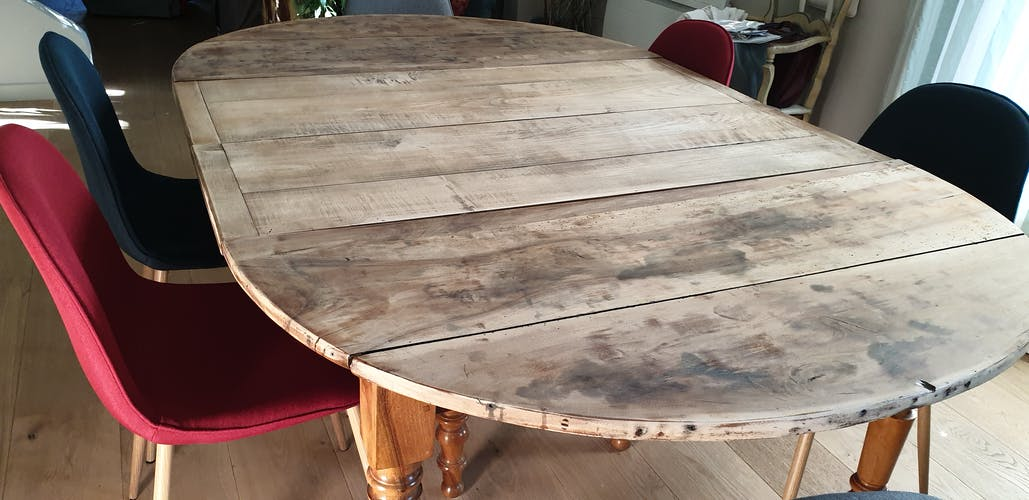 Old table with 6 feet