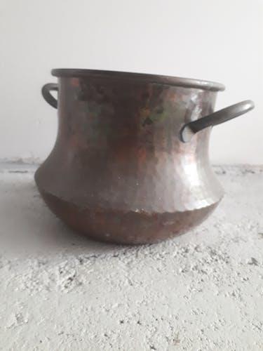 Cache-pot en cuivre martelé vintage 1950