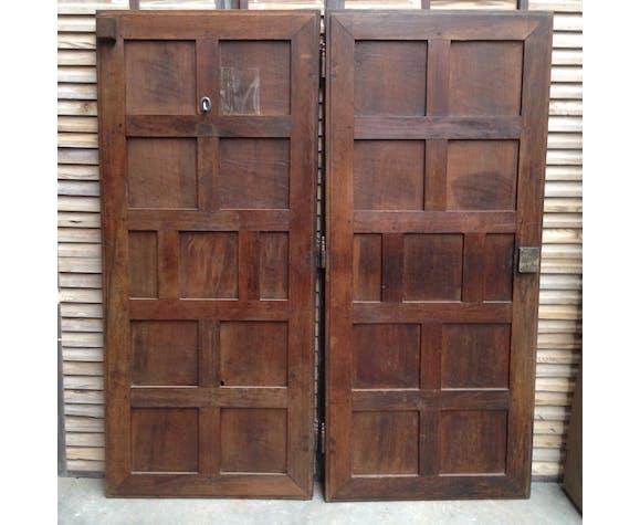 Pair of doors in Walnut