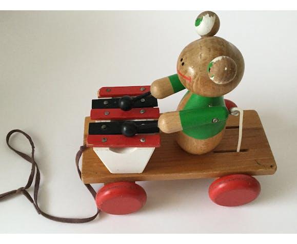 Jouet ancien à tirer en bois Melle Grenouille joue du xylophone