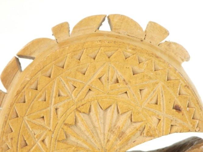 Ancien casse noisette en bois art populaire