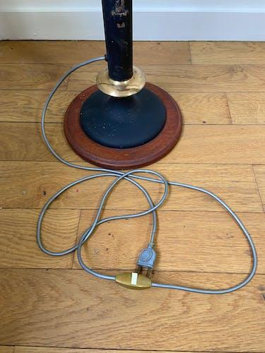 Lampadaire sur pied télescopique avec tablette