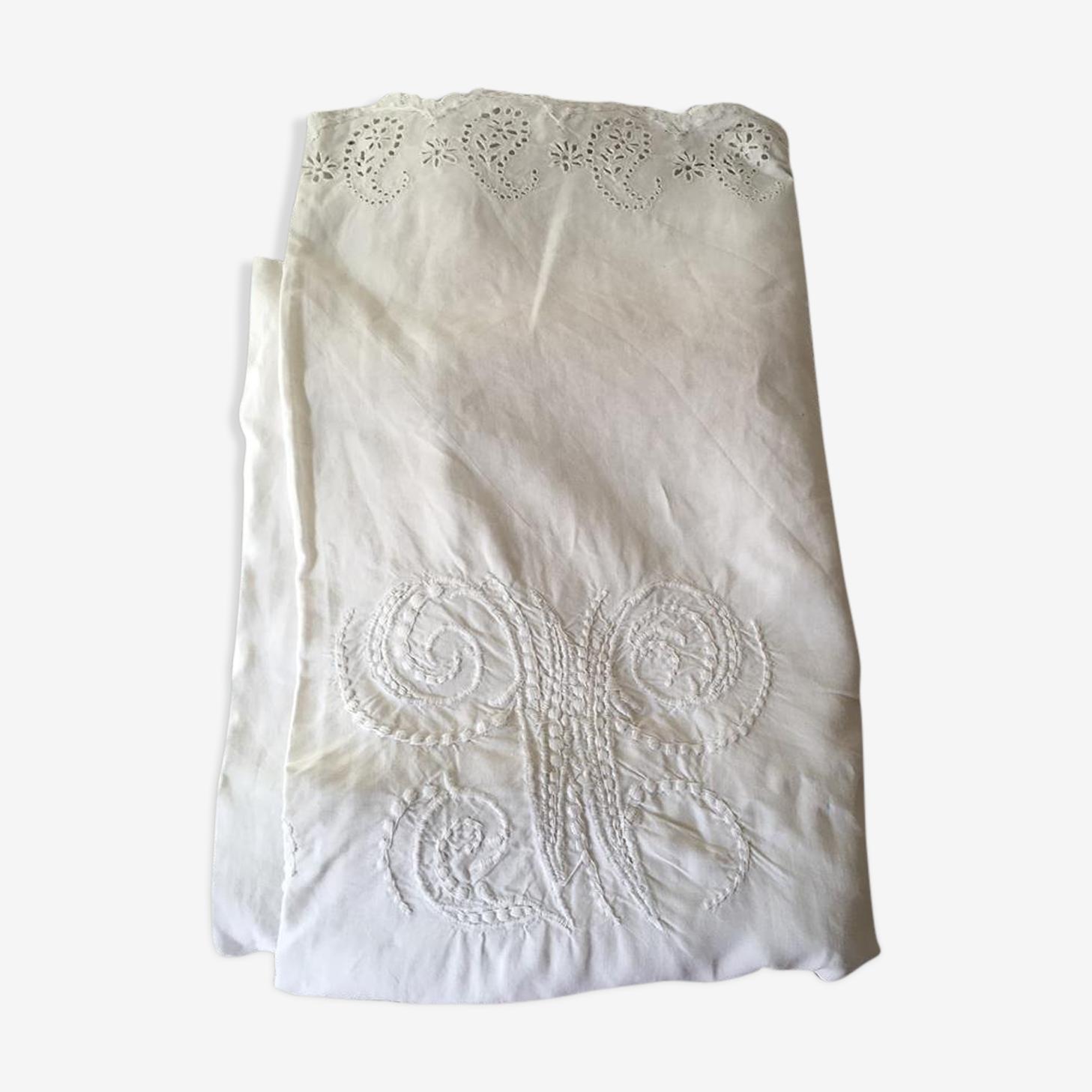 Old sheet in linen embroidered Monogram V M thread.