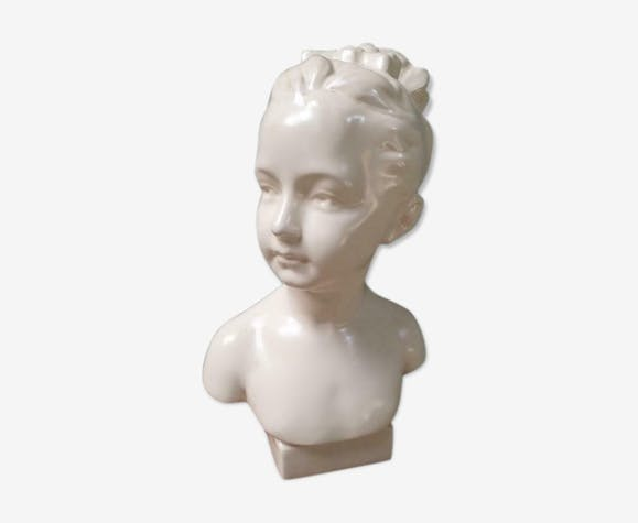 Bust image young girl Biscuit