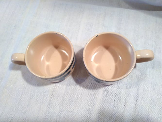 Paire de tasses vintage en grès