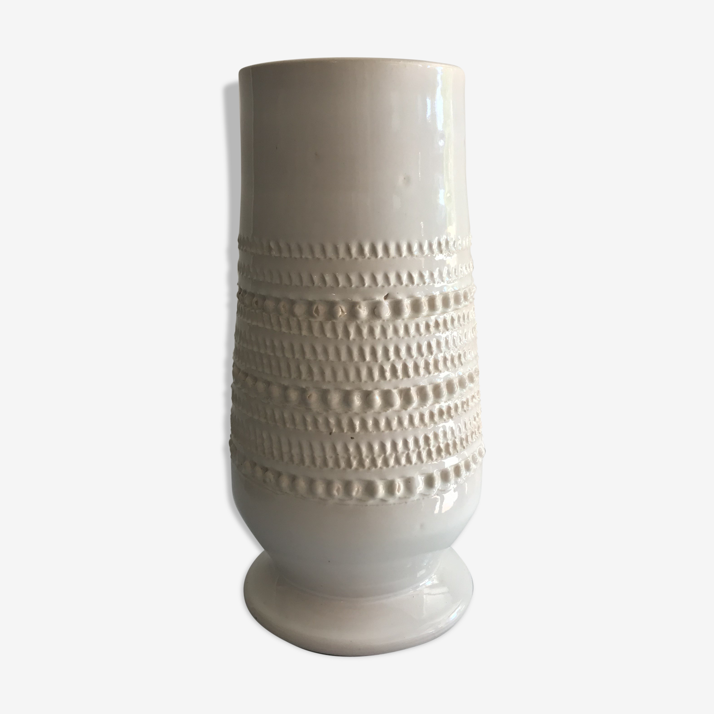 Vase to decorate ball, white