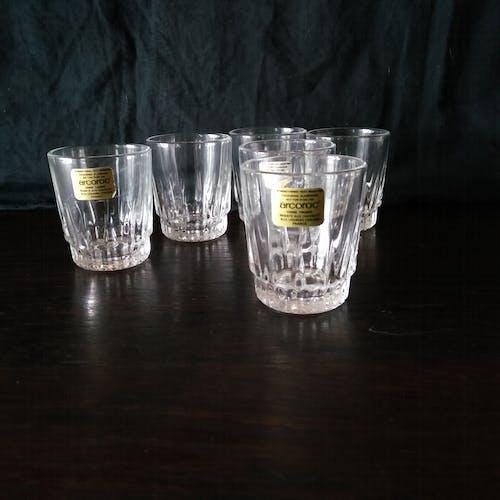 Lot de 8 verres à liqueur , en verre taillé , France Arcoroc