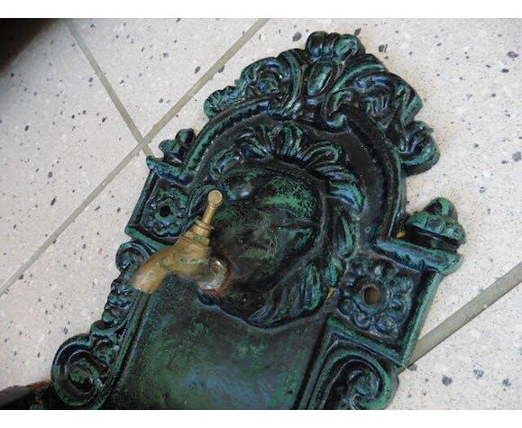 Fontaine murale en fonte décor tête de lion