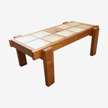 Table basse brutaliste en pin et en céramique