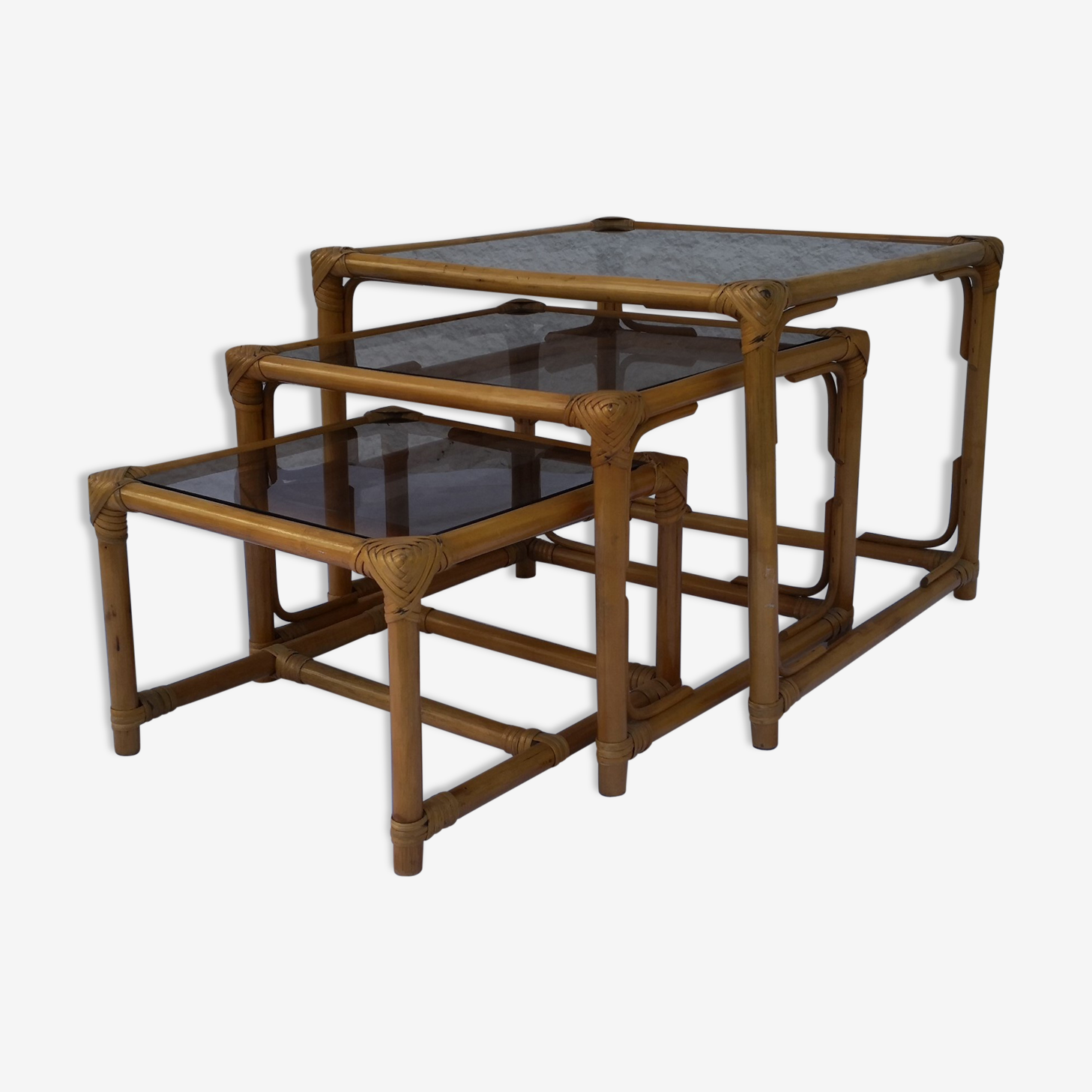 Tables gigognes en rotin années 70