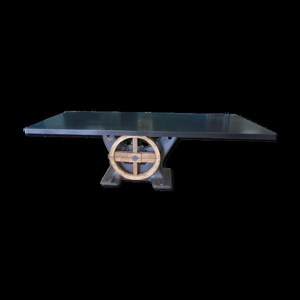Table industrielle pied central en fonte et plateau en fer