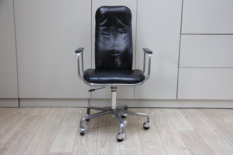 Chaise de bureau pivotante en cuir noir - Frederick Scott pour Hill - Royaume-Uni - années 1970