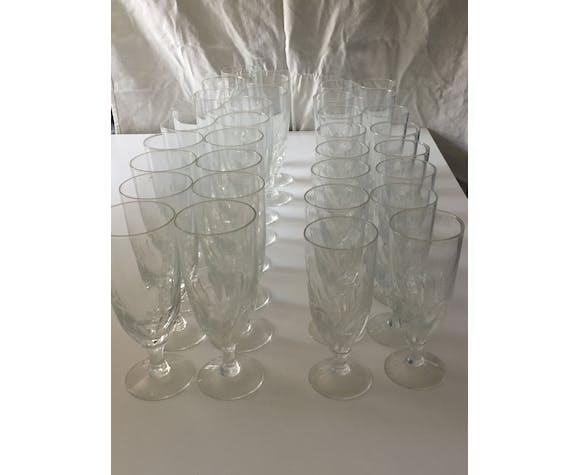 Service de verres à eau et à vin