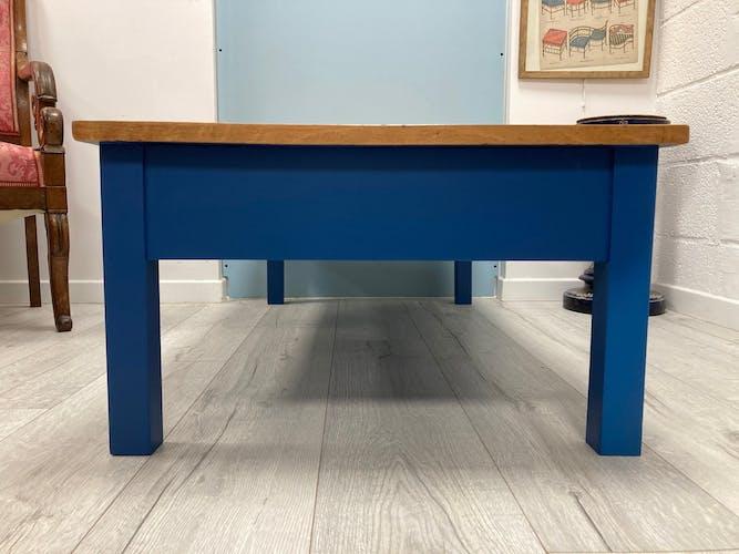 Table basse bleue et bois