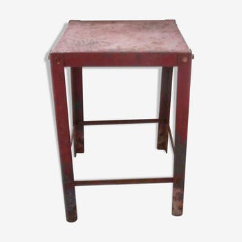 Workshop in red metal stool
