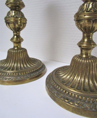 Paire de bougeoirs flambeaux bronze doré patiné style Louis XVI du XIXème