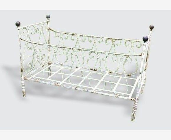 lit enfant ancien en fer avec boules cuivre m tal. Black Bedroom Furniture Sets. Home Design Ideas