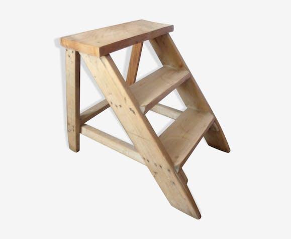 escabeau 3 marches en bois massif bois mat riau bois. Black Bedroom Furniture Sets. Home Design Ideas
