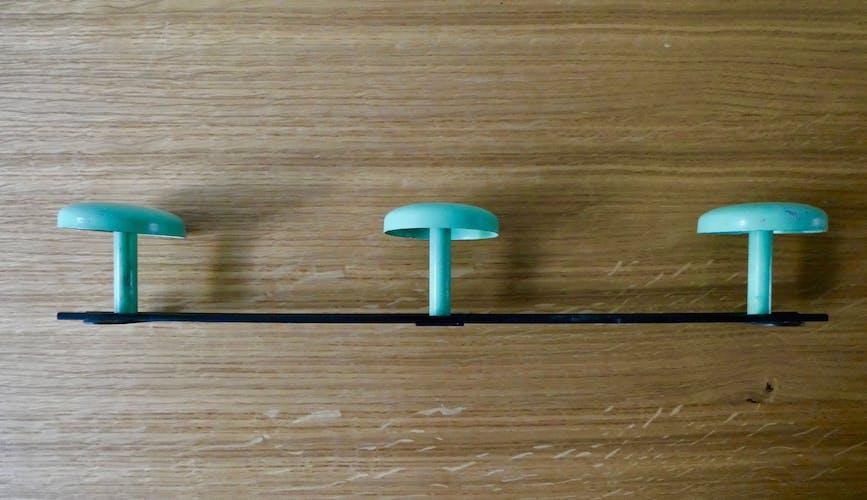 Portemanteau avec 3 patères en métal vert clair