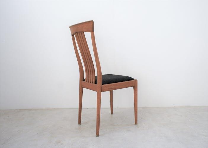 Série de six chaises scandinaves en chêne clair