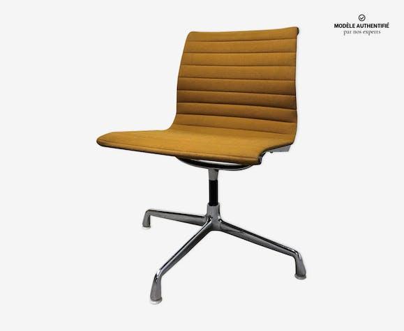 Chaise EA108 par Charles Eames pour Herman Miller 1970