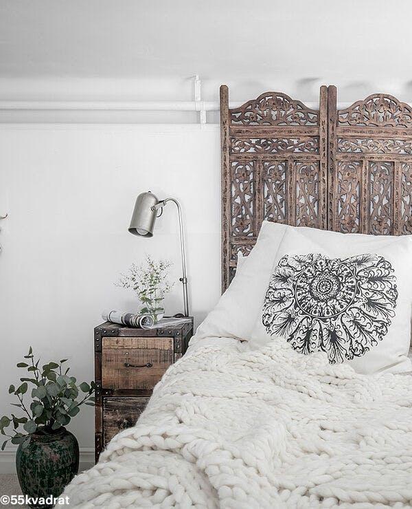 que mettre au dessus de son lit. Black Bedroom Furniture Sets. Home Design Ideas