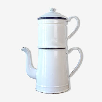 Cafetière en émail avec filtre
