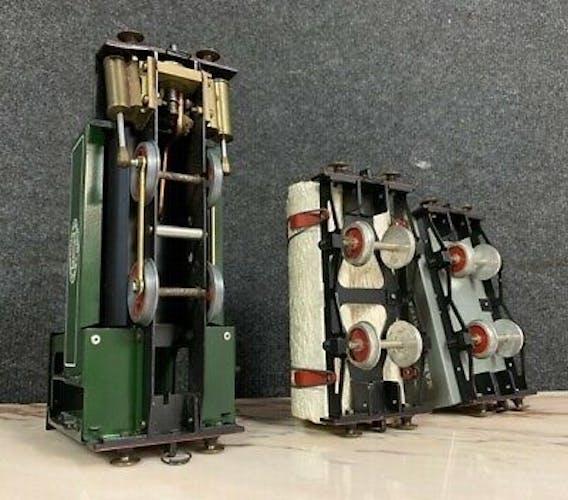 Locomotive ancienne avec ses deux wagonnets à vapeur vive marque Mamod