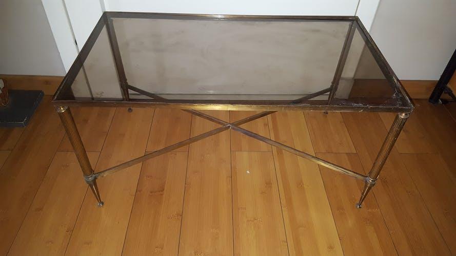 Table basse vintage en laiton et verre fumé