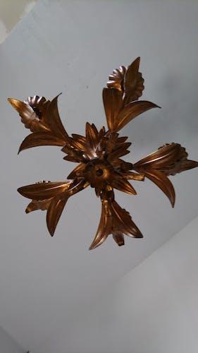 Lustre floral doré